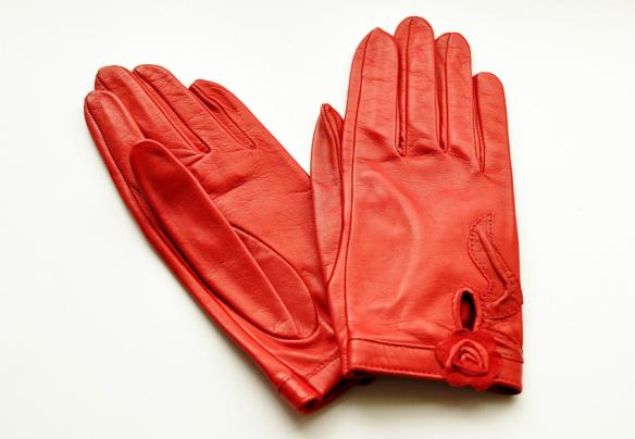 P19 Red Gloves
